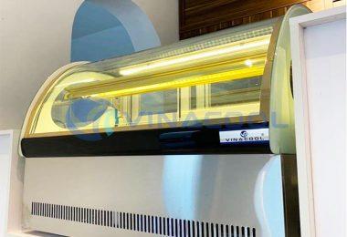 Tủ bánh kem để bàn kính cong